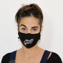 «Letzte Worte»-Maske. Alexandra trägt ein S.
