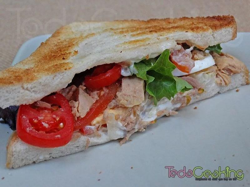 sandwiches vegetales con atún