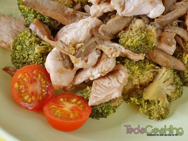salteado de pavo con brócoli