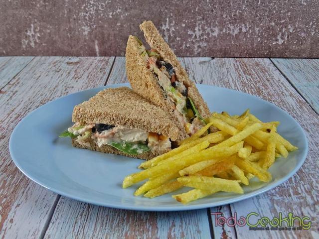 sandwich de ensaladilla de atún