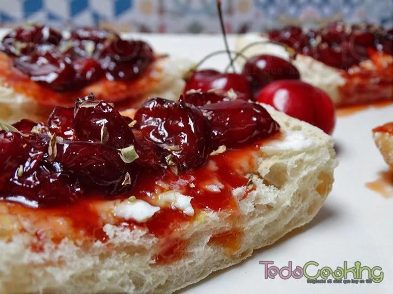 Tostas de cerezas con queso de cabra 01