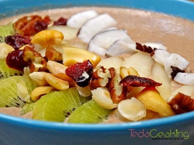 Smoothie bowl de cacao y avena