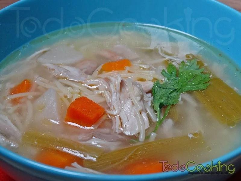 Sopa casera de pollo y verduras 03