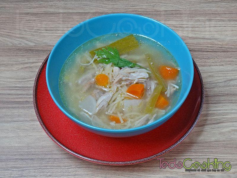 Sopa casera de pollo y verduras 04