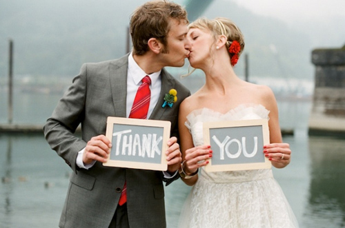 bride-and-groom-holding-thank-you-sign