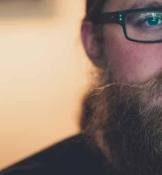 cepillo alisador de pelo y barba para hombre