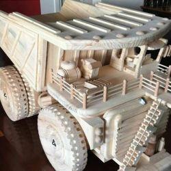 mini-carro-tallado-en-madera-copyright-sieragroup
