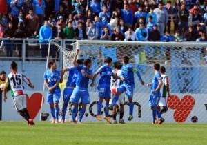 Momento del tiro libre del gol de Leonardo Valencia en el 1-0 para Palestino