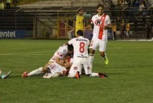 San Felipe quedó a tres puntos de San Luis al derrotarlo por 2-0