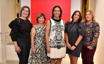 Griselda Carron, Susy Guzmán, Alexandra Matos de Purcell, Carla Abusada y Lena Besosa