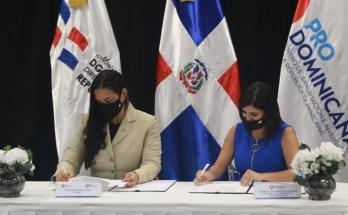 Yvette Marichal, directora de la DGCINE junto a Biviana Riveiro Disla, directora ejecutiva de ProDominicana.