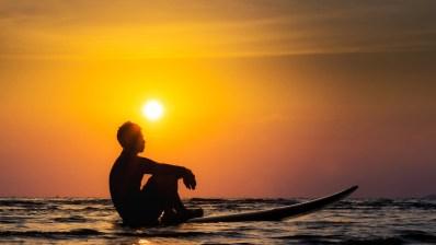 Surfea solo pero surfea seguro