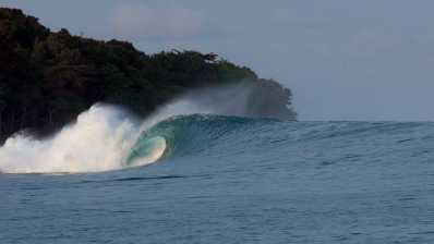 Kepa y Natxo en busca de la ola perfecta