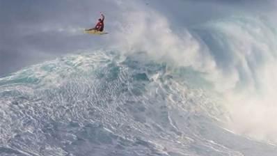 El mejor surfista de olas gigantes del mundo