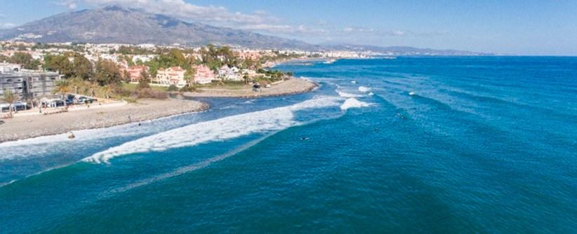 Largos una de las mejores olas de la costa de Malaga en peligro