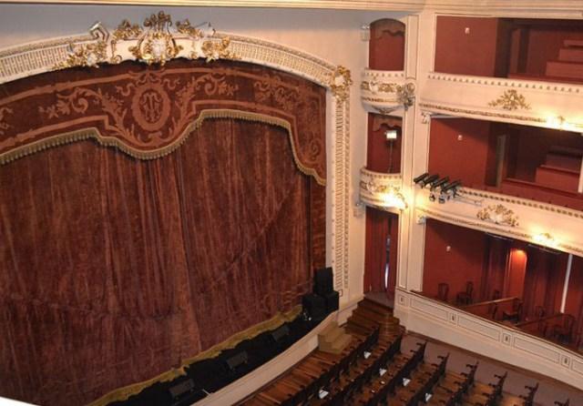 Telón del Teatro Macció