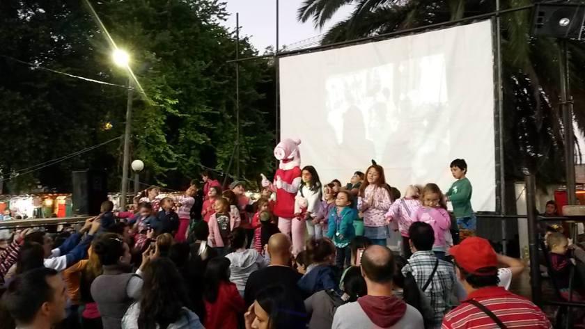 Espectáculo para niños en Feria Nocturna del Parque Batlle