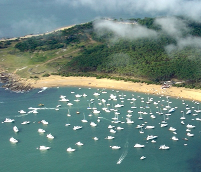 Yates en la Isla Gorriti