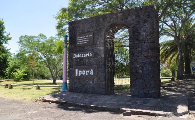 Entrada al Balneario Iporá