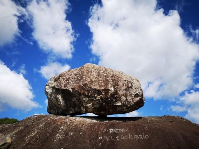 Piedra del equilibrio en Sierras de Mahoma