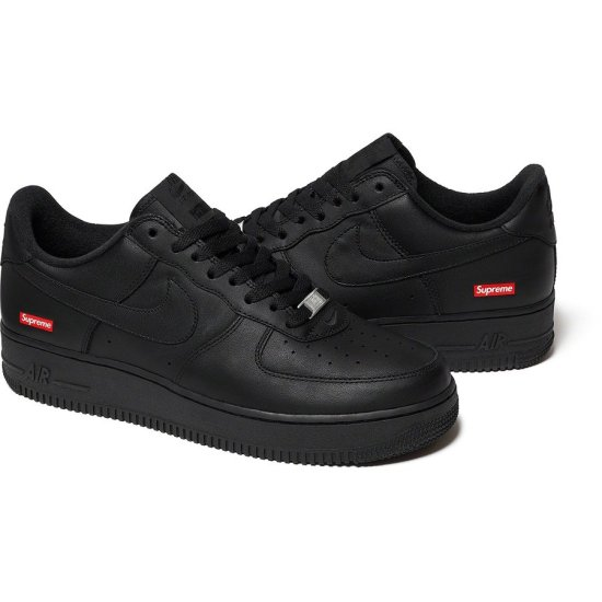 Supreme x NIKE Air Force 1 Low Negras 1