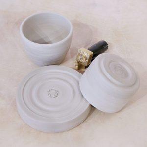 Töpfertempel Abgedrehte Keramik mit Logostempel