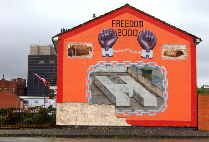 A loyalist mural depicting Cell Block H of the Maze Prison, which was used to house paramilitary prisoners at the time.