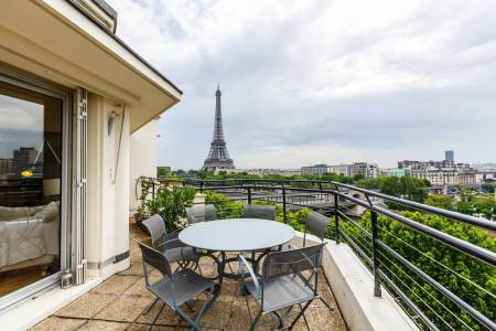 airbnb eiffel tower