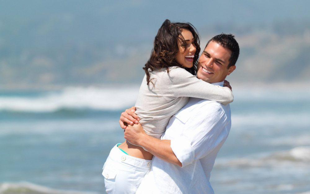 couple-romantic-hug-at-beach