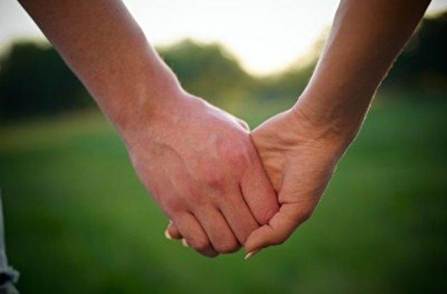 Όταν μου κρατάς το χέρι δεν φοβάμαι τίποτα