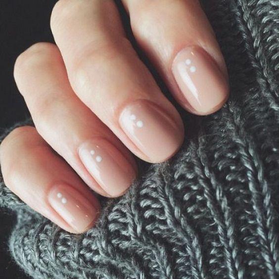 Τι χρώμα θα βάψουμε τα νύχια μας το φθινόπωρο;