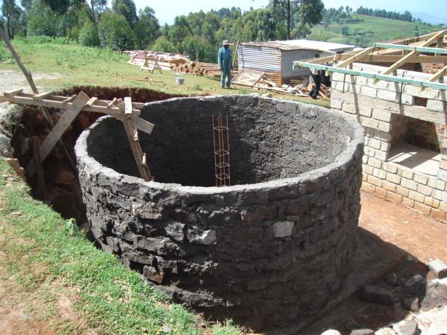 puit-pompe-eau-filtration-récupération-maison-construction-bois-pierre-autonmie