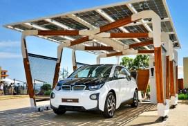 energy-energie-autonomie-battery-batterie-autonomy-maison-autonome-naturel-maitre-oeuvre-constructeur-electricite-car-voiture-vehicule-carport-stockage-panneau-solaire-solar-panel-artisan-toitot-maison-autonome-panneau photovoltaïque -bmwi