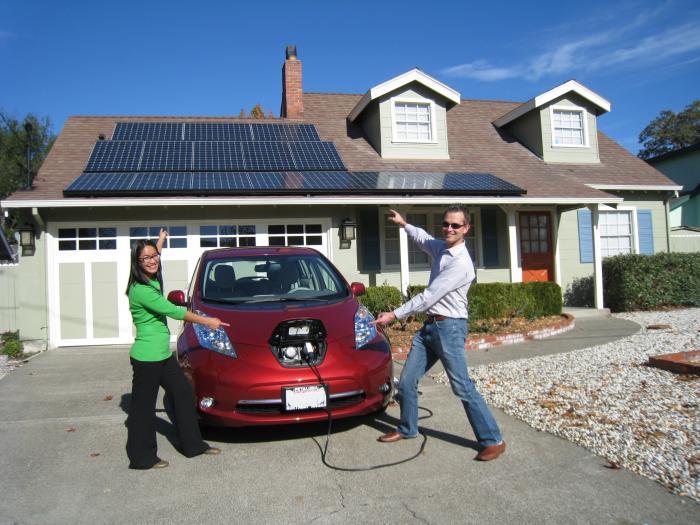 energy-energie-autonomie-battery-batterie-autonomy-maison-autonome-naturel-maitre-oeuvre-constructeur-electricite-car-voiture-vehicule-car sport-stockage-panneau-solaire-solar-panel-artisan-toitot-maison-autonome