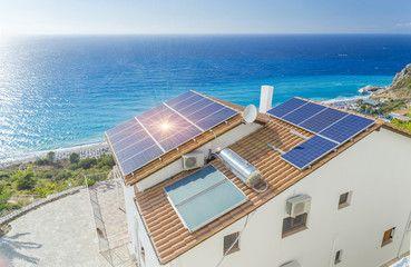 photovoltaique-soleil-solaire-solar-panel-panneau-vacances-maison-autonomie