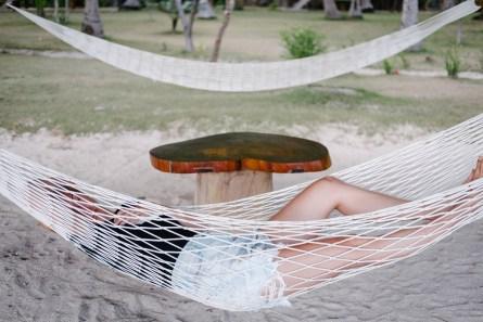 Poležavanje v viseči mreži na otoku Sangat, Coron/Palawan, Filipini