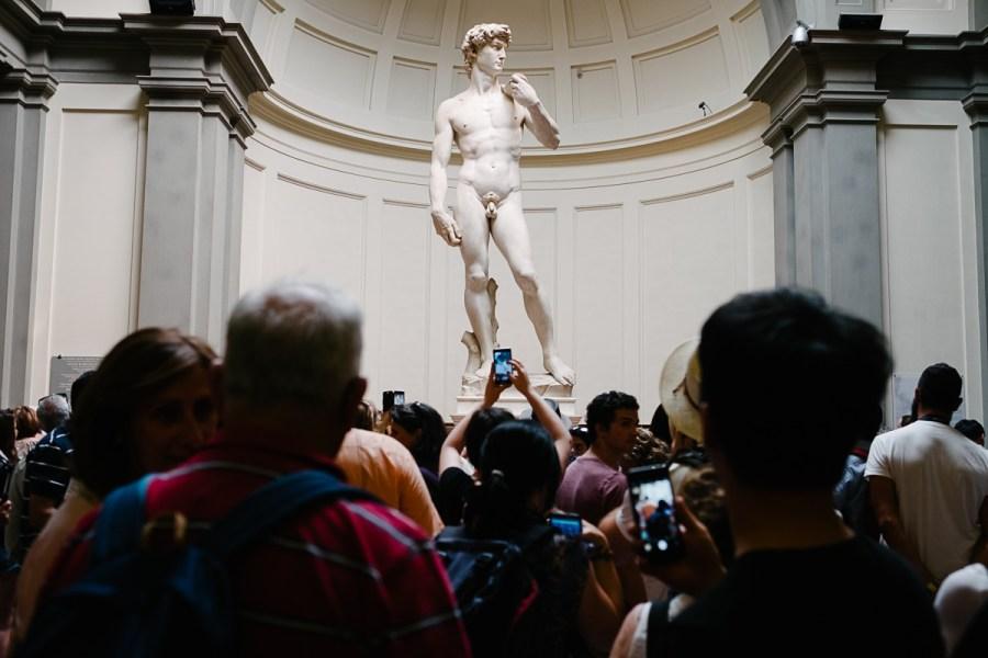 Gneča pred Michelangelovim Davidom, Firence