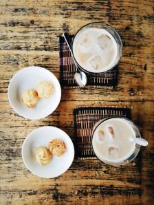 Mjanmarska kulinarika, kava in piškoti