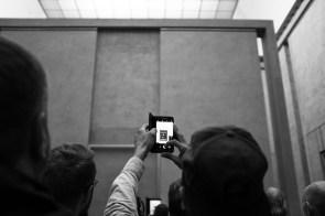 Gneča pred Da Vincijevo Mona Liso v pariškem Louvru