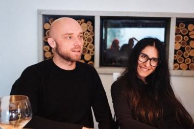 Miha in Julija med degustacijo vin Pasji rep, Vipavska dolina