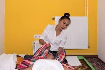 Goldenes Handtuch Massage Dienstleistungen - Beratung Blockadelösung Tok-Sen Thai massieren Heilenergetik .Schmerztherapie Massage. TokSen Massageinstitut Wien 1030 0699 172 122 73