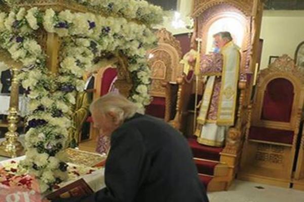 Ο άθεος προσκυνητής Γλέζος, Μ.Παρασκευή του 2015 στις Βρυξέλλες