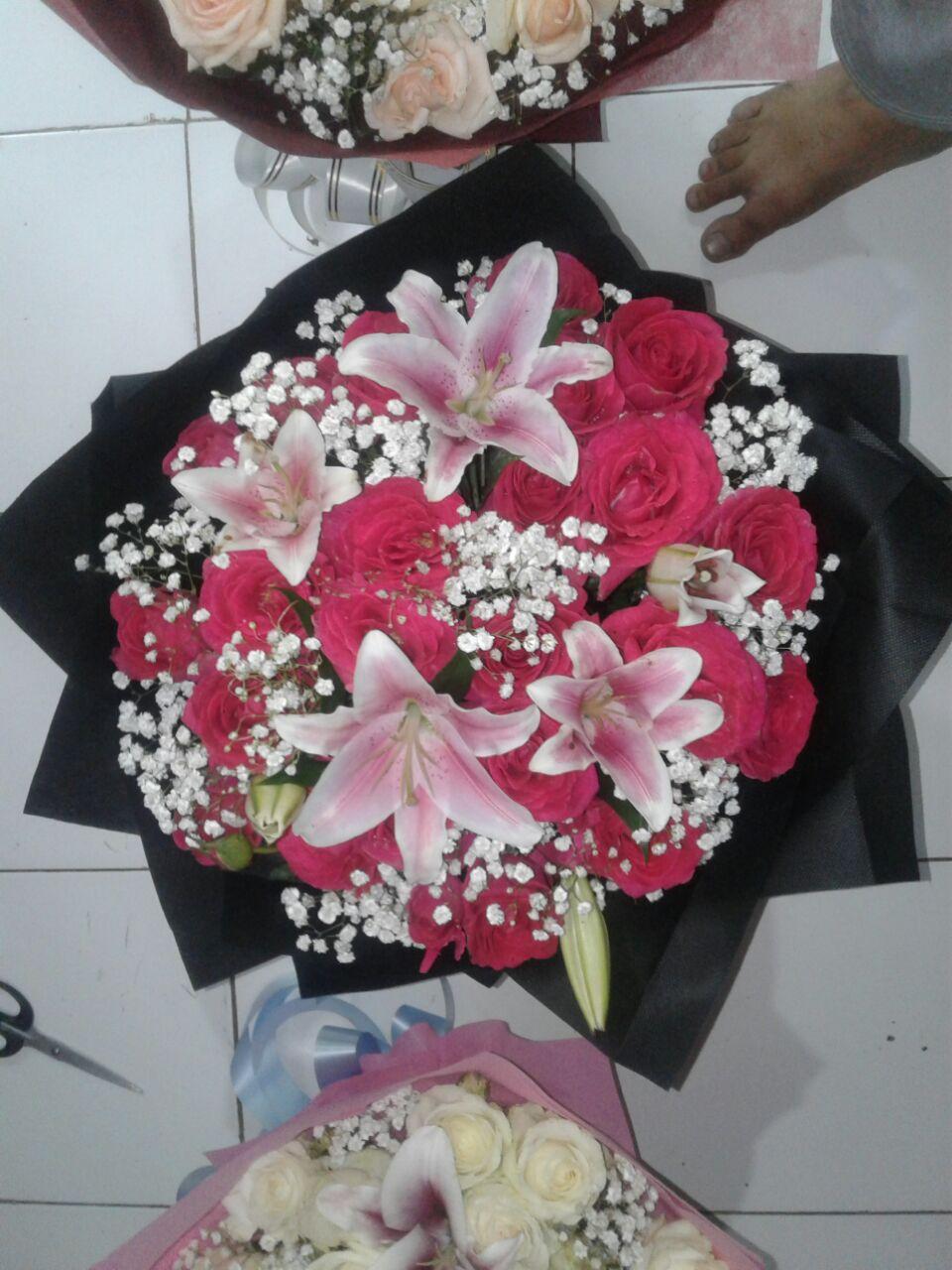 Hand Bouquet Terjangkau di Batam. Keindahan bunga ... cf507a7795