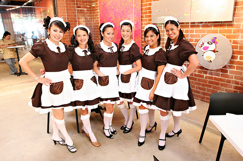 https://i1.wp.com/www.tokyoezine.com/wp-content/uploads/2011/05/Maid-Cafe-Girls.jpg?w=640