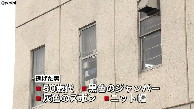 Police are hunting for a man who bear-hugged girls in elementary and high school from behind (Nippon News Network)
