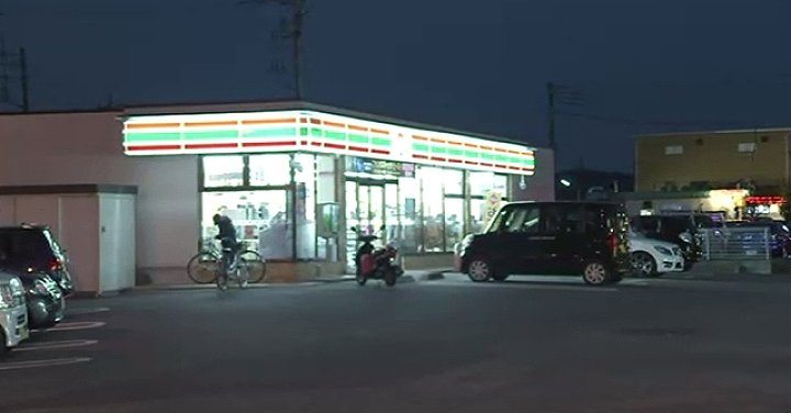 A woman was beaten by a male assailant at a 7-Eleven in Saitama Prefecture