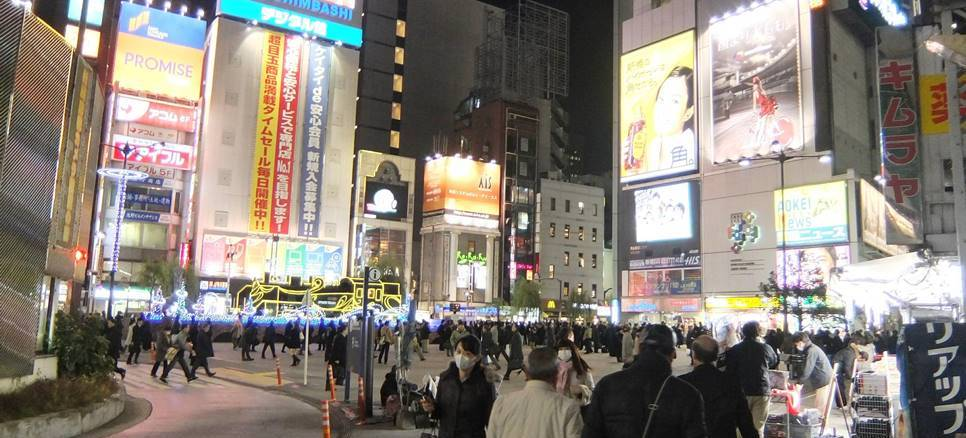 In February, police raided Internet casino Red Carpet, located in Shimbashi, and arrested three employees