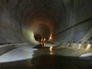 直径15mほどの大きなトンネルが!