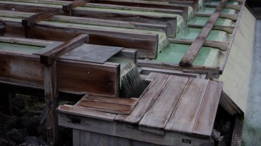 Kusatsu onsens's wooden ducts