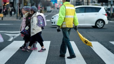 Japan's volunteers: making kids' way to school safer